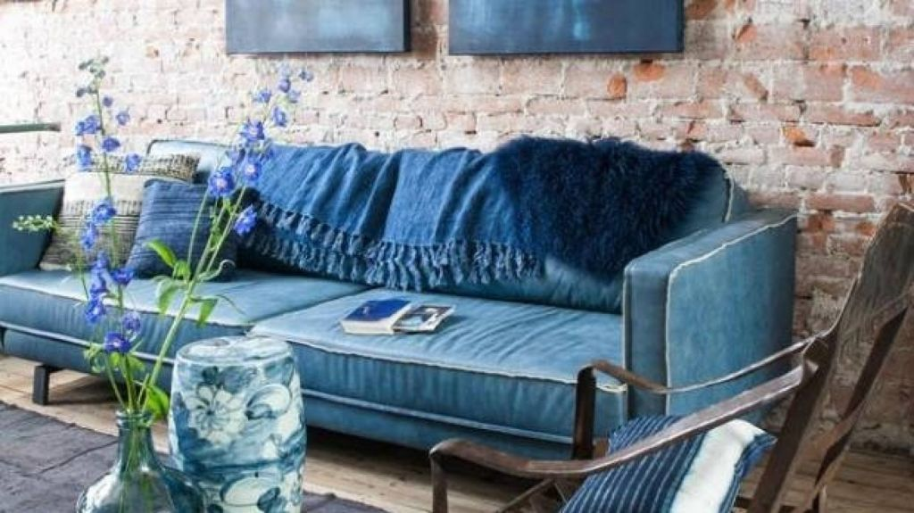 Denim decor: if you love it, go for it say designers. But not too much. Photo: @JEANEXTREMEINTERNATIONAL/INSTAGRAM