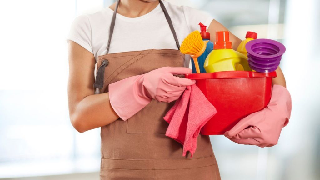Take note of these tips so you don't become a victim of a cleaning scam. Photo: iStock