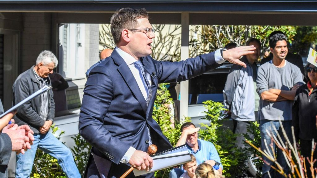 Auctioneer Jesse Davidson in action. Photo: Peter Rae.