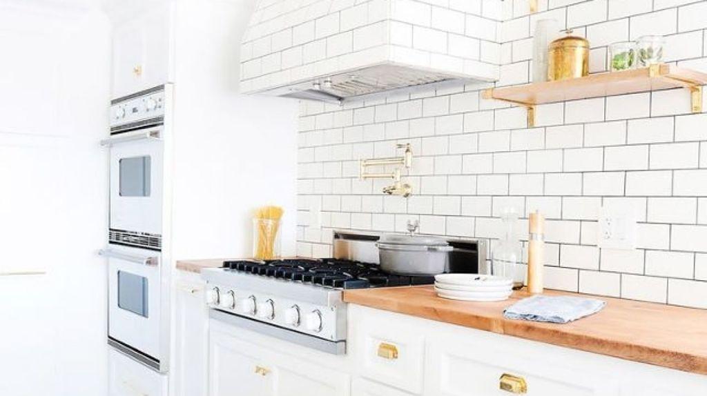 Homeowners often fail to plan their backsplash early in the design phase. Photo: Tessa Neustadt. Design: Stefani Stein.