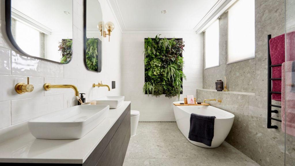 Hayden and Sara's main bathroom. Photo: Channel Nine