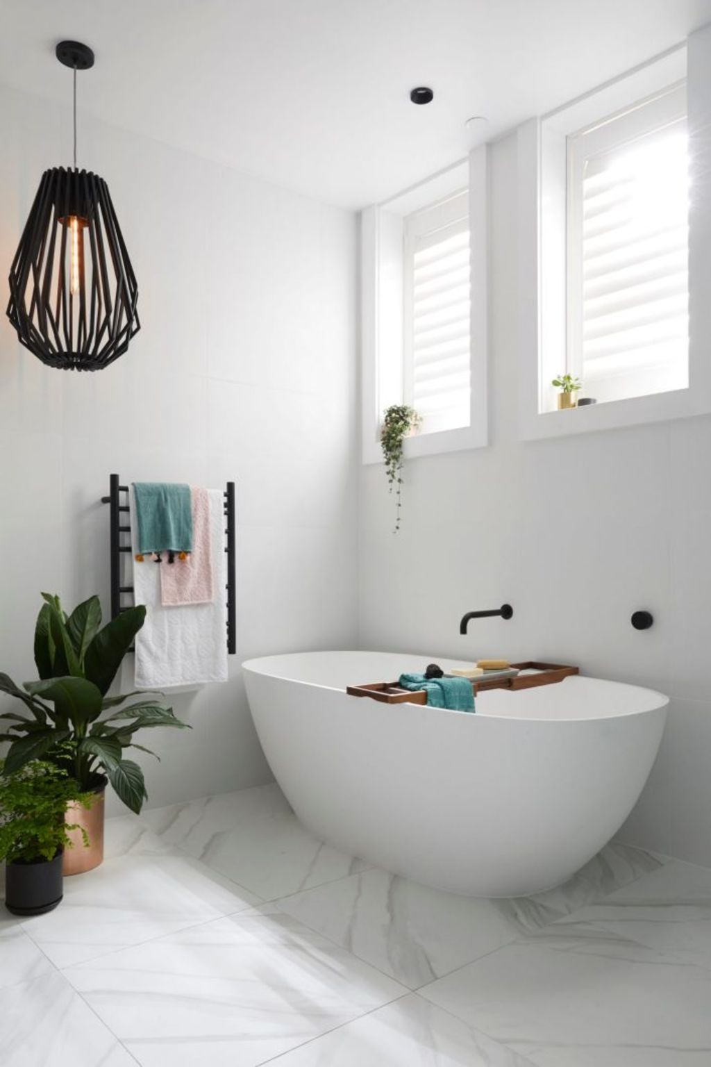 Kerrie and Spence's main bathroom. Photo: Channel Nine