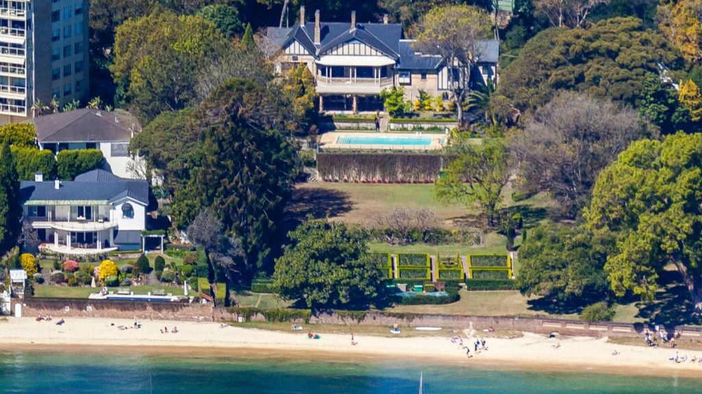 The Point Piper estate of the late Lady (Mary) Fairfax is set on Seven Shillings Beach. Photo: Sydneyimages.com