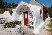 'You don't pay for bills': A look inside the first 'Earthship' in Australia