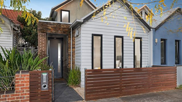 Young couple drops $965,000 for Northcote terrace at auction