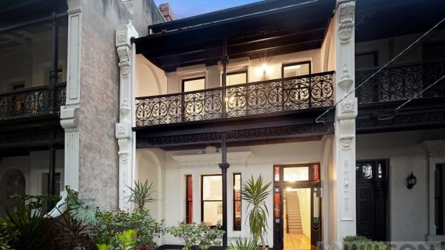 Strong weekend auction results heat up Melbourne's cooling market