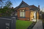 'Not always the solution': How to modernise a brick home without rendering