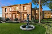 Potts Point's historic Bomera debuts trophy home market