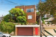 Lavender Bay knockdown sells for $6.7m at auction, $1.21m above reserve