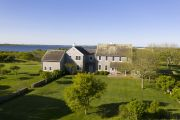 Jacqueline Kennedy Onassis' Martha's Vineyard farm expected to smash records