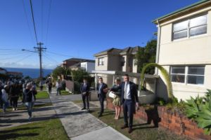 Vendor forced to slash auction reserve by $100,000 to sell dilapidated Dover Heights house
