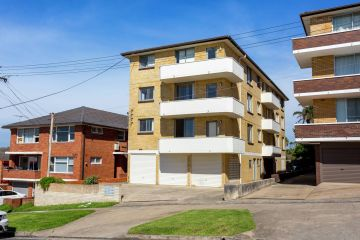 Top view, big potential: Entire block of flats in exclusive suburb for sale