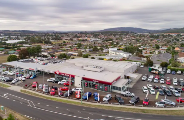 Ex-Queensland premier Campbell Newman buys Tassie car yards