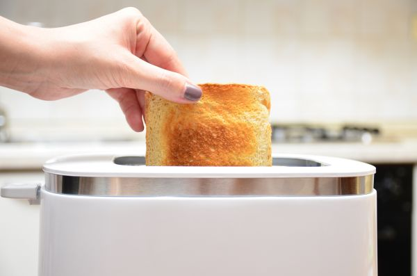 Should we be worried that toasters cause air pollution? IStock-607467966_oxuvoa