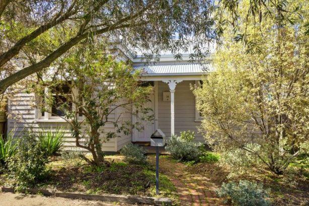 14 Saunders Street, Coburg VIC 3058
