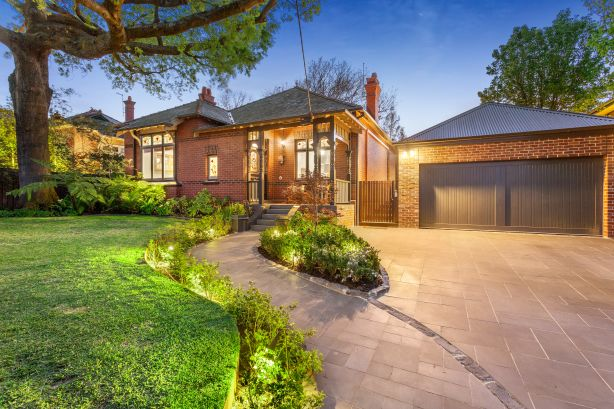 11 Wyuna Road, Caulfield North. Kay & Burton.