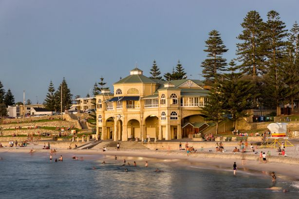 FEATURE_STORY_Cottesloe_Beach_in_Perth_Photo_iStock_eybdpp