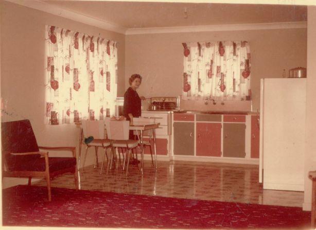 Norma_Mulheran_in_Kitchen_18.8.1963_m4xi4f