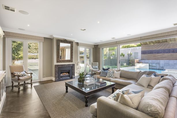 17 Glenbrook Avenue Malvern East VIC