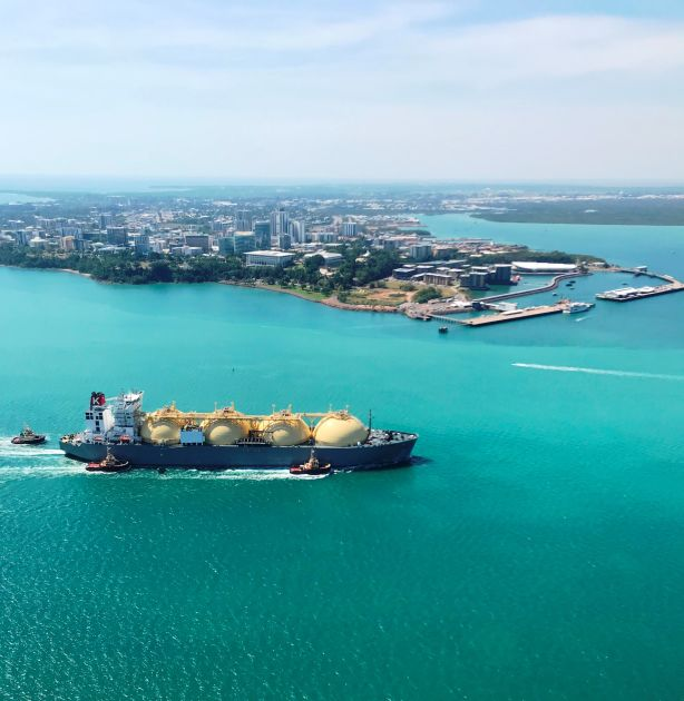 Pacific Breeze LNG tanker arriving in Darwin Harbour to deliver a preparatory LNG cargo to Inpex Corporation's Ichthys LNG export project.