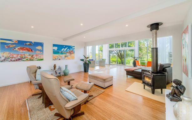 6 Pointsettia Crescent Brooms Head NSW
