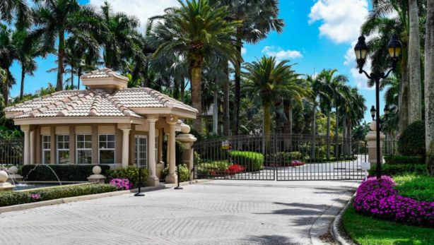 Star Trek house owned by Mark Bell in Boca Raton, Florida, is a part of a gated community.