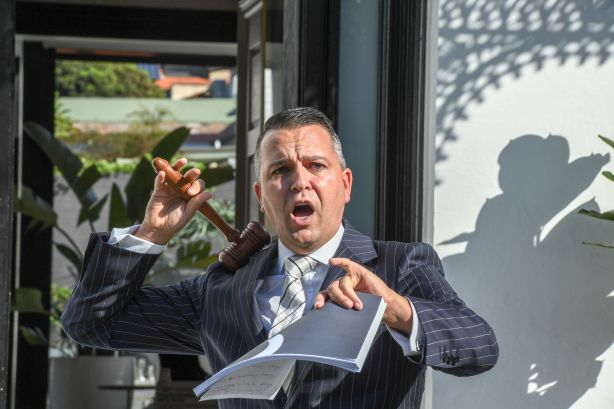 Auctioneer Clarence White at 48 Arden Street Clovelly