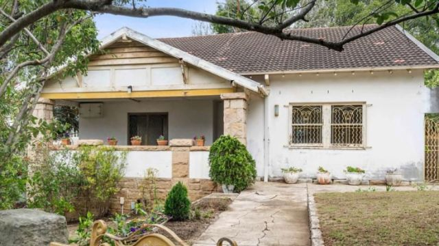 'Worst house in best street' sells for $5.4 million at auction