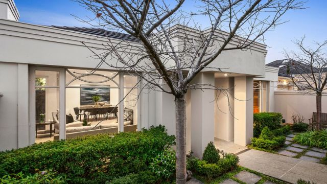 Big results: Armadale home sells for more than $1 million over reserve