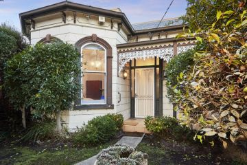Home sells $575K above reserve as on-street auctions return to Melbourne