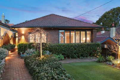 Fast sales, crowds turned away, records smashed in busy Sydney auction weekend