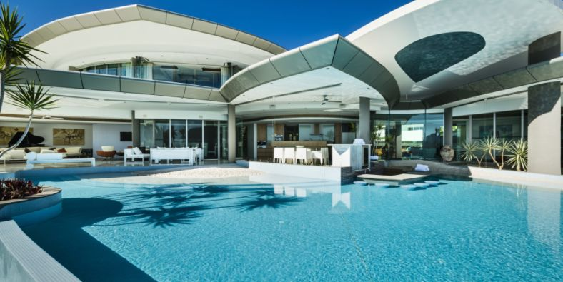 Well-heeled holidaymakers drop up to $200,000 a week on luxury rentals