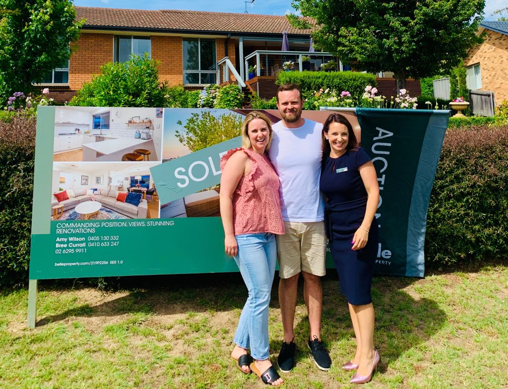 The_new_buyers_of_68_Bendigo_Street_Fisher_Rebecca_and_Tom_with_agent_Amy_Wilson_gtme9f