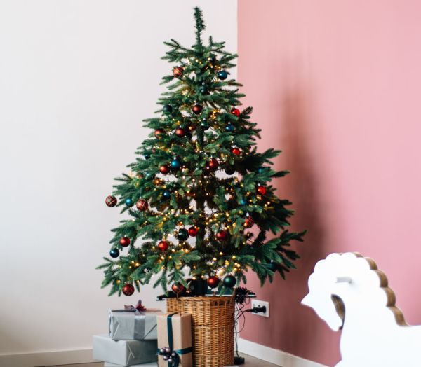 Disposing Of Christmas Trees: Five Ways To Dispose Of Your Dead Christmas Tree