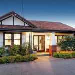 Slim bayside block sells above reserve as auctions fire up