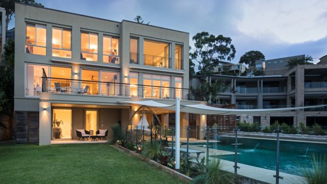 Cremorne's record reset with $19m sale of Carl Peterson's waterfront mansion
