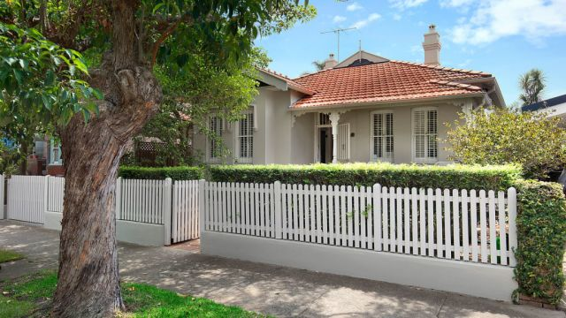 Anna Cleary, daughter of Lady Fairfax, sells her home for $650k over reserve