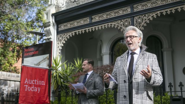 Clifton Hill terrace passes in with no offers on vendor's bid of $3.8m