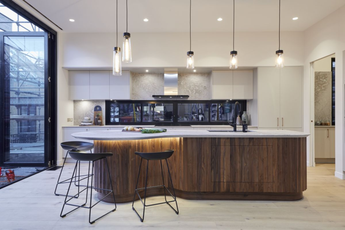 Kitchen of the Week: A Glamorous Design by Well-Priced
