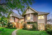 Rose Bay grandeur vs. Gold Coast glamour: Amazing prestige homes