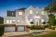 Toorak house sells $400,000 above reserve in weekend of strong auctions