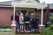 Bold bidder uses smart tactics to snag $938,000 home at auction