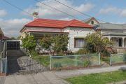 Brunswick cottage sells $370,000 above reserve
