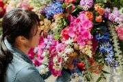 The one minute trick that will double the life of your flowers