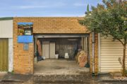 'A bit stunned': Albert Park garage sells for $645,500 at auction