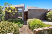 Signs of stress show in Sydney property market after stellar start to year