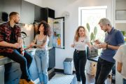 Jobless and share housing: The housemates left to pay the whole rent