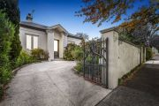 Exclusive private school offloads two Toorak properties during pandemic