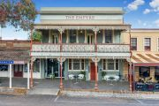Historic Empyre Hotel on track to smash Castlemaine sale record