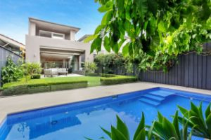Sydney auctions: North Bondi semi sells for $900k above reserve